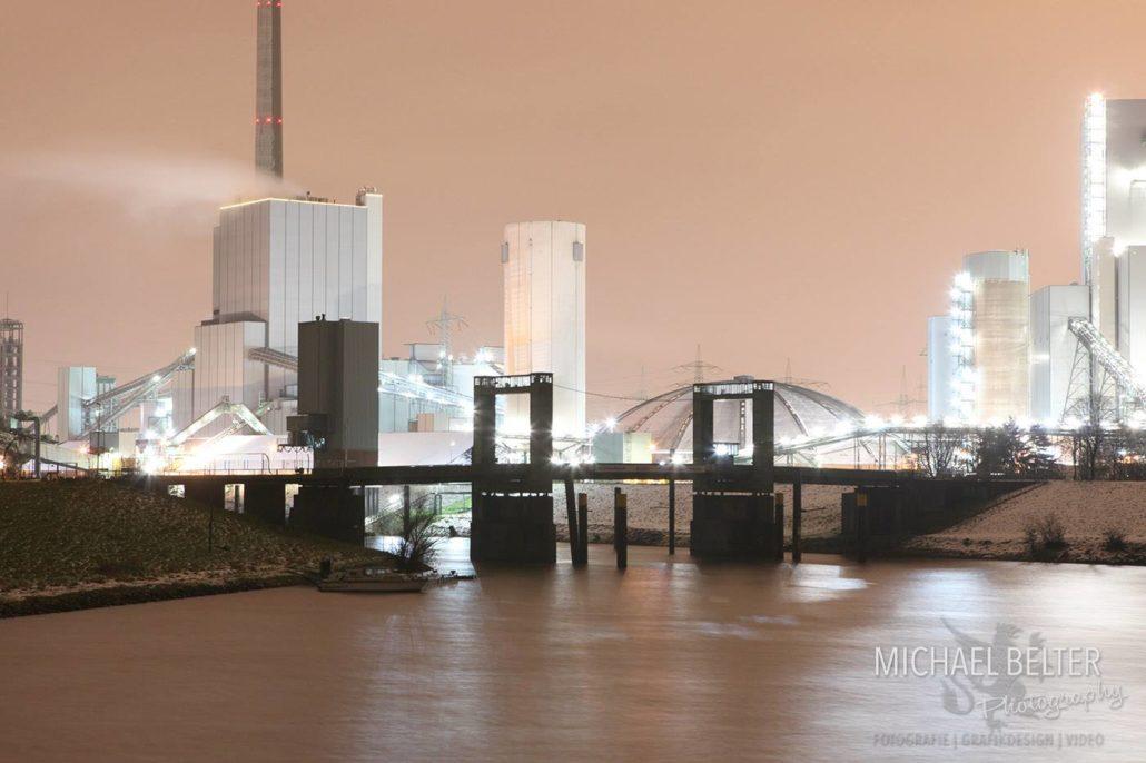 Hubbrücke Walsum mit Kraftwerk im Hintergrund © Michael Belter Photography