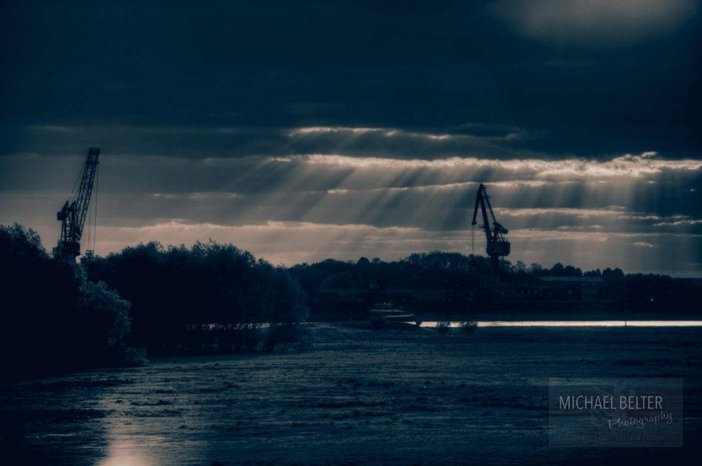 Bild 09: Hafen Orsoy mit Portalkränen